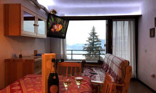 Bilocale Montecampione 150180 soggiorno